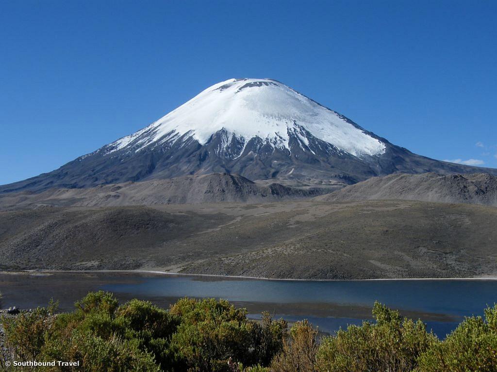 Guallatiri 6.063 m und Parinacota 6.342